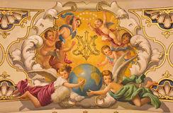 seville-fresk-aniołowie-i-maryja-dziewica-na-suficie-w-kościelnej-bazylice-de-los-angeles-macarena-monogram-46828421
